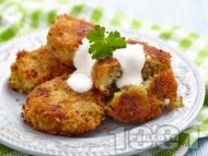 Рецепта Пържени пухкави картофени кюфтета с тиквички, ориз и лук на тиган (с галета) на тиган